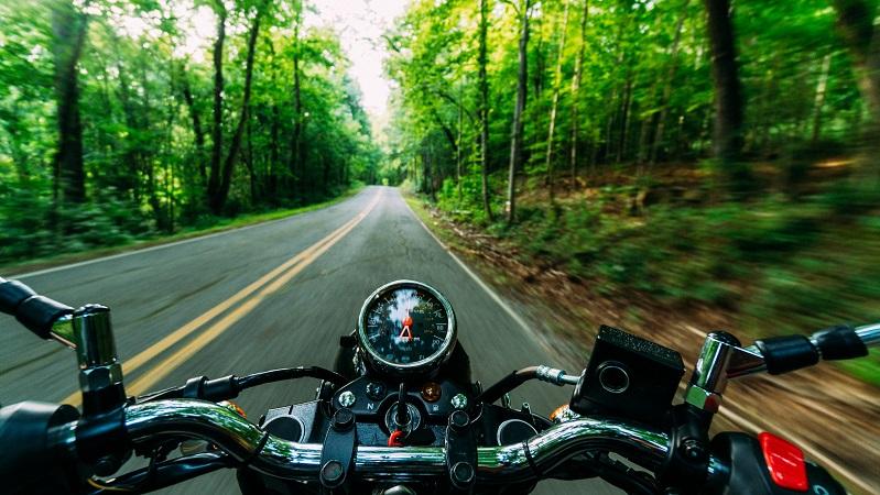 Señales de moteros en carretera